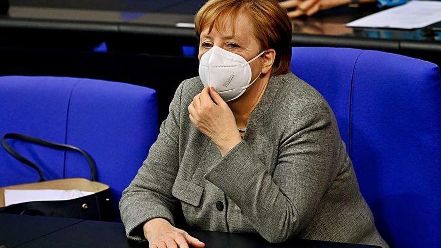 La CDU tria nou líder, una etapa decisiva en el llarg comiat de Merkel