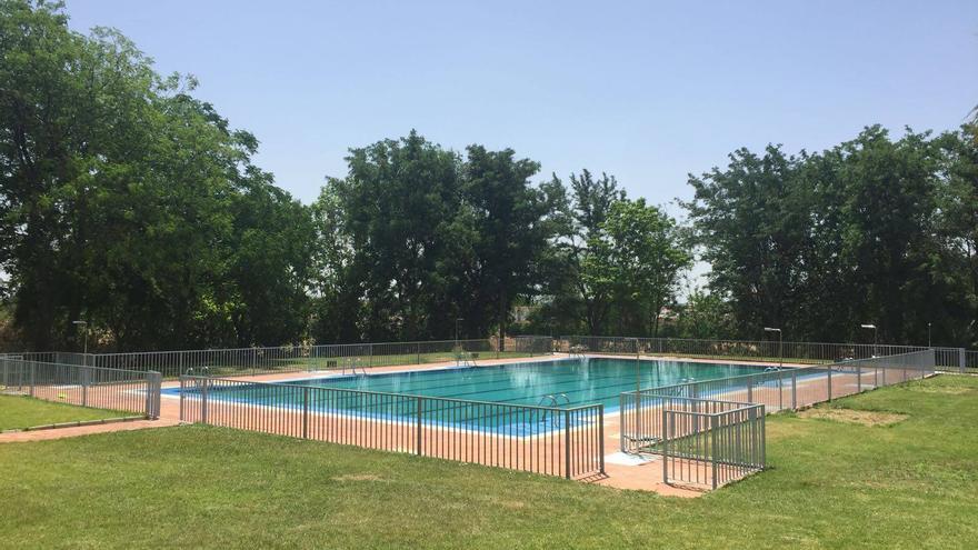 Solana de los Barros abre su piscina de verano gratis para sus vecinos