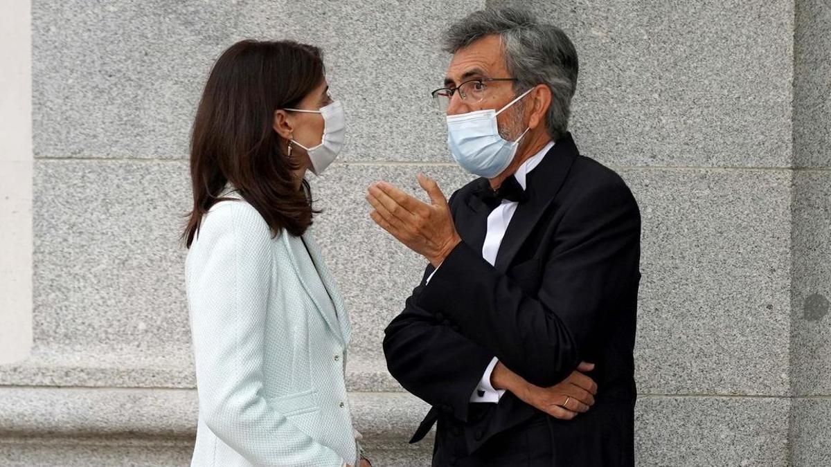 La ministra de Justicia, Pilar Llop, conversa con el presidente del CGPJ Carlos Lemes.