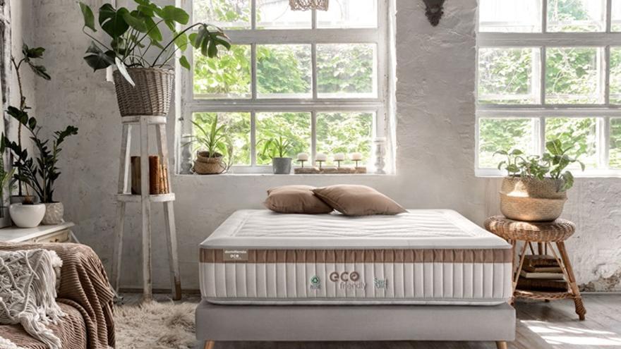 Una empresa valenciana lanza el primer colchón ecológico hecho de plástico reciclado