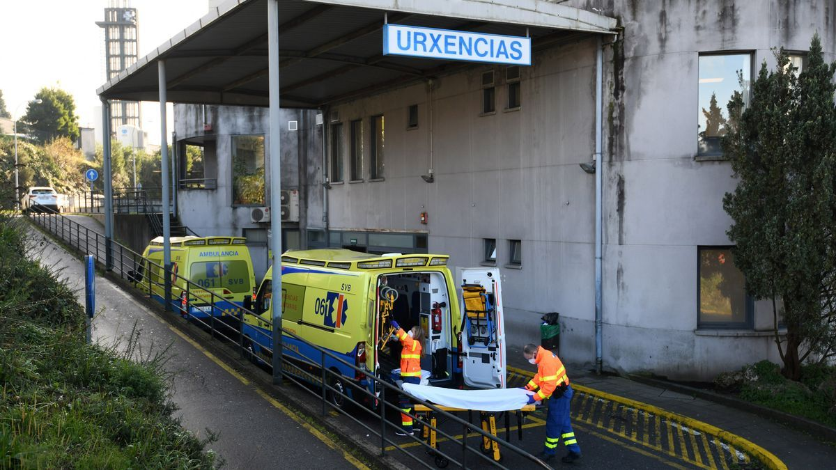 Ambulancias ante Urgencias de Montecelo.