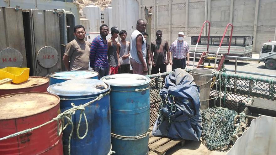 """Llegan los primeros alimentos al capitán de Bueu y la tripulación del """"Cobija"""", retenidos en Yemen"""