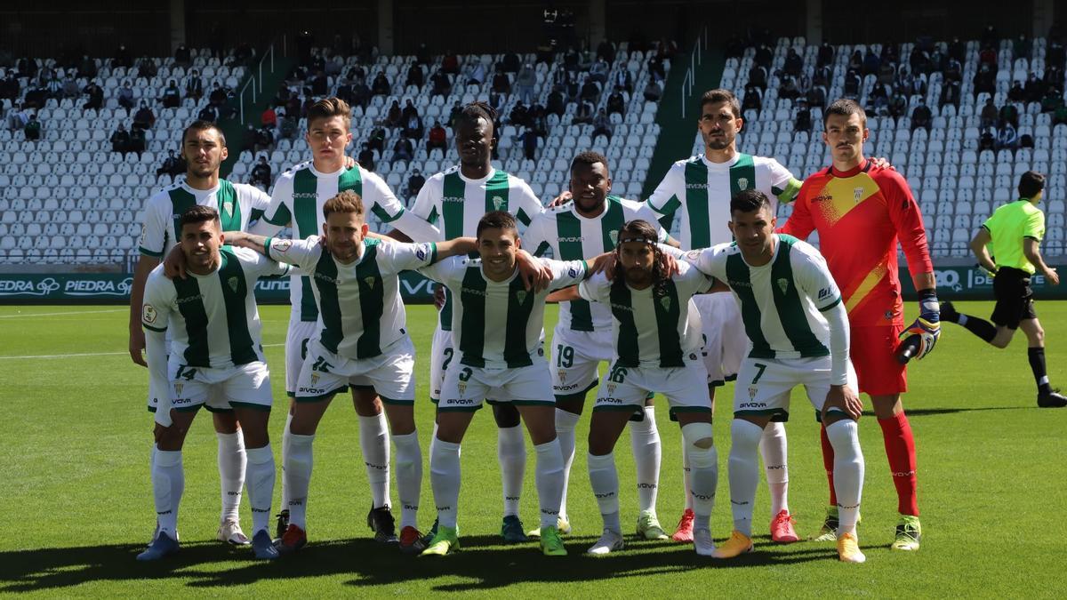Equipo titular del Córdoba CF que se enfrentó al Betis Deportivo en El Arcángel.