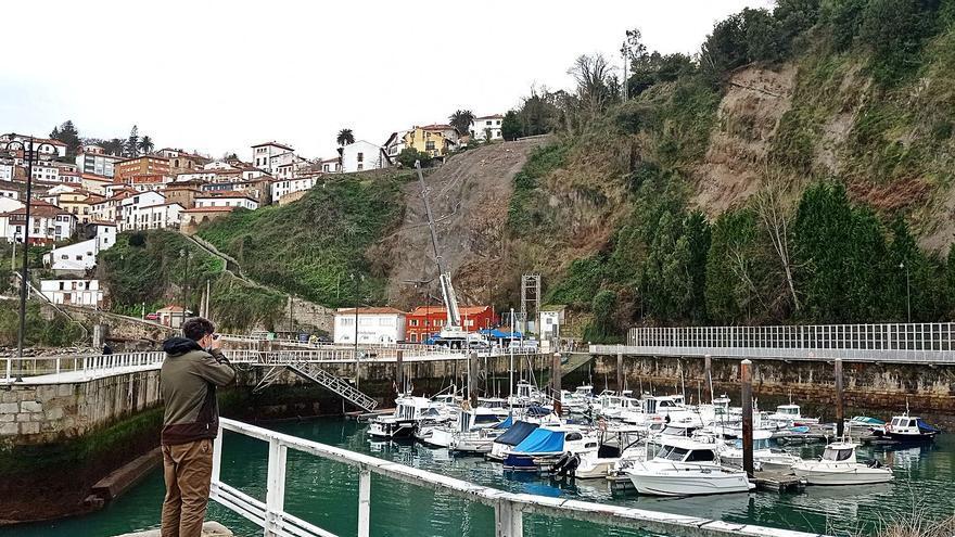 Una malla asegurará el talud que amenaza la cetárea del puerto de Lastres