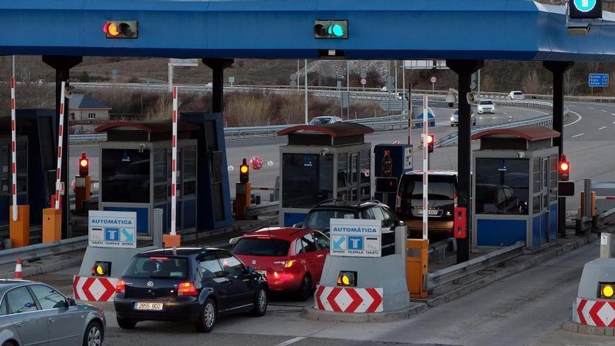 Un accidente múltiple con siete coches implicados obliga a cerrar el Huerna