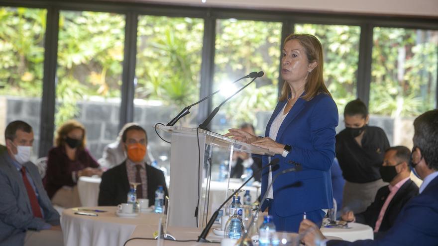 Foro Alicante: Ana Pastor reclama un plan especial de apoyo al turismo y la bajada del IVA al 4%