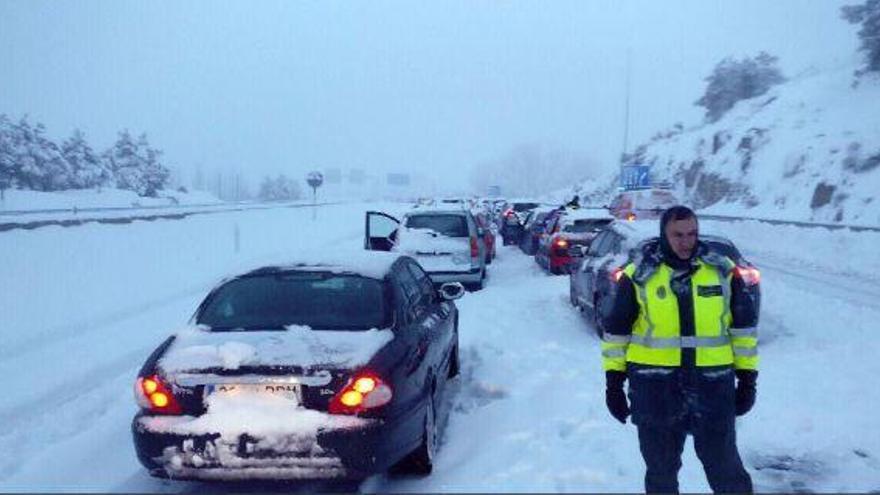 Fomento sanciona a Abertis con 1.200 euros por el caos de la nieve de la AP-6
