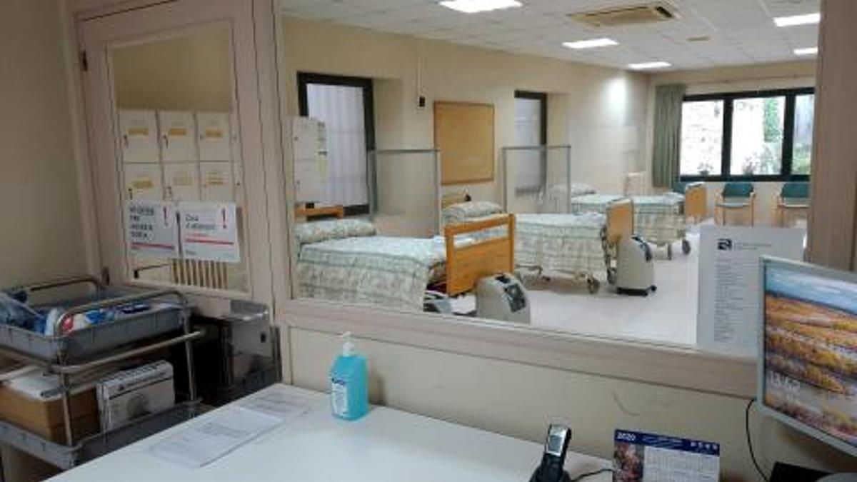 Zona del centre de dia del geriàtric Maria Gay de Girona reconvertida en una unitat d'aïllament per a pacients amb coronavirus