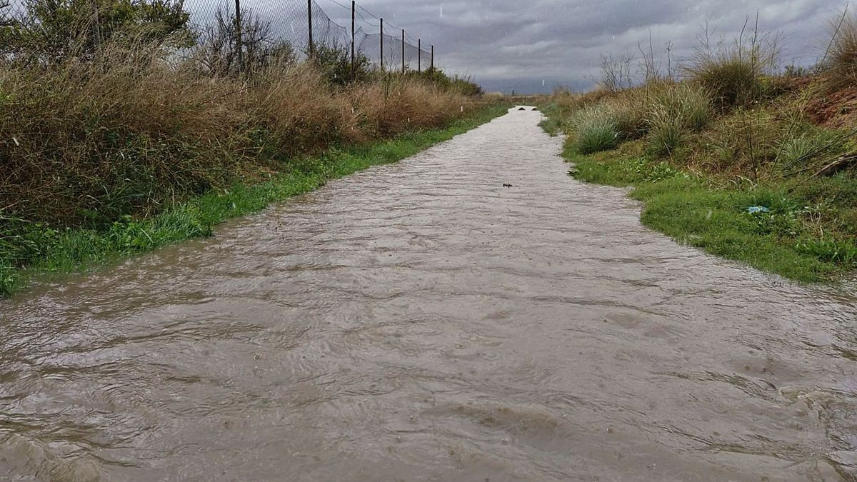 Punto donde se acumuló el agua en Riba-roja tras las lluvias del viernes.   LEVANTE-EMV
