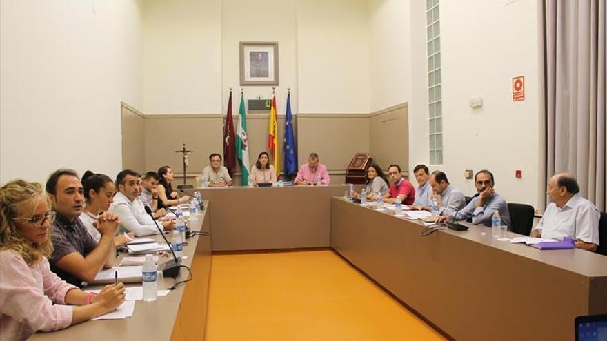 La alcaldesa de Baena pide explicaciones al secretario sobre el informe de la moción de censura