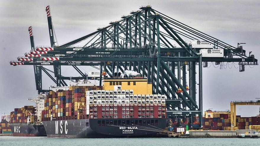 El Consell renuncia al impuesto a grandes buques tras la presión de navieras y CEV