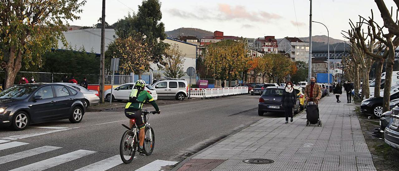 La Avenida de Mendiño de Redondela, que será reformada para mejorar la seguridad vial. |   // RICARDO GROBAS