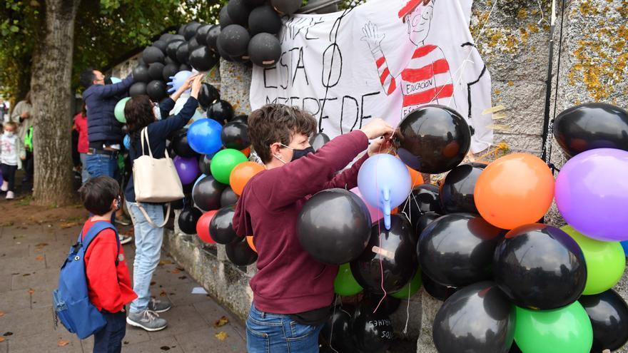Globos contra los recortes en colegios de A Coruña