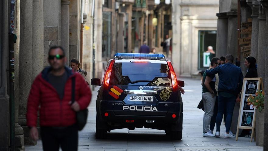 Desmantelada una fiesta ilegal con 26 personas en una tienda de Pontevedra