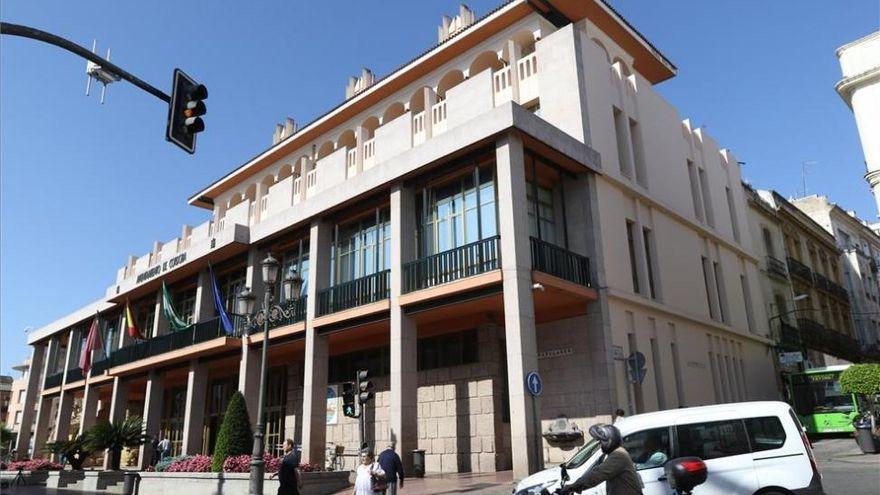 IU denuncia que el Ayuntamiento va a privatizar el servicio de portería de los 85 edificios municipales  y colegios