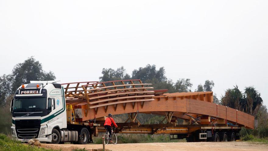 Los trabajos en la pasarela sobre el Guadalhorce concluirán este jueves