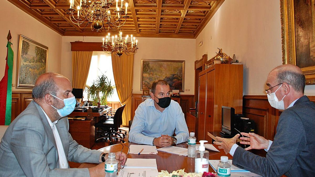 Imagen de la reunión entre Calonge, Requejo y Martínez. |