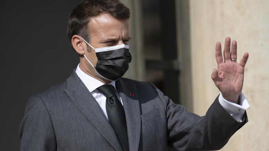 Macron anuncia que Francia se prepara para administrar la tercera dosis de la vacuna