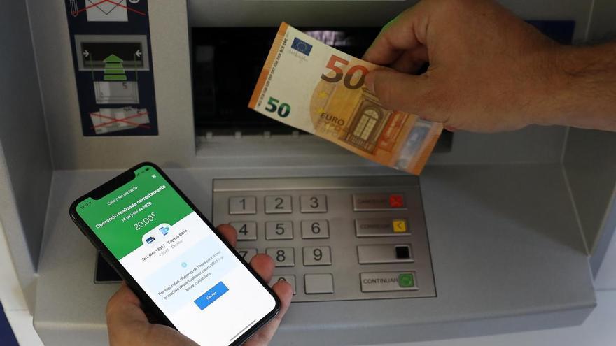 BBVA, primer banco en permitir la retirada de efectivo sin contacto en 162 cajeros de Valencia