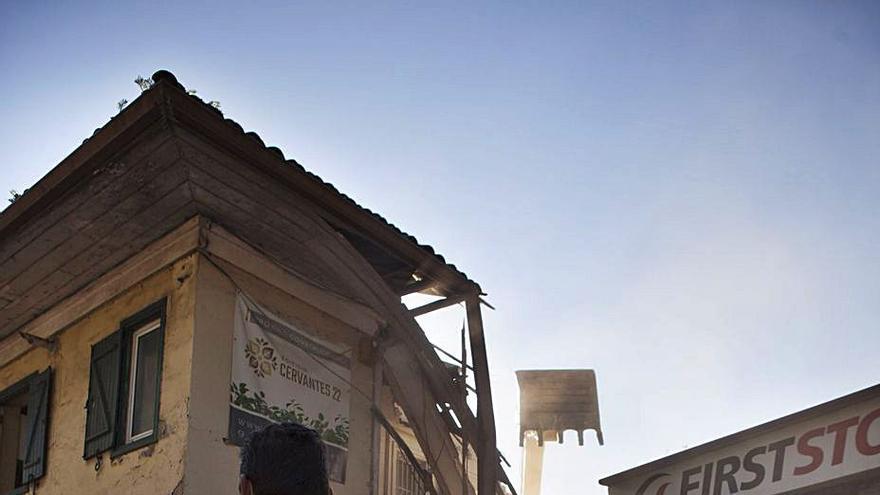 """El derribo del """"chalé de los cubanos"""" dará paso a 16 viviendas en el barrio del Carbayedo"""