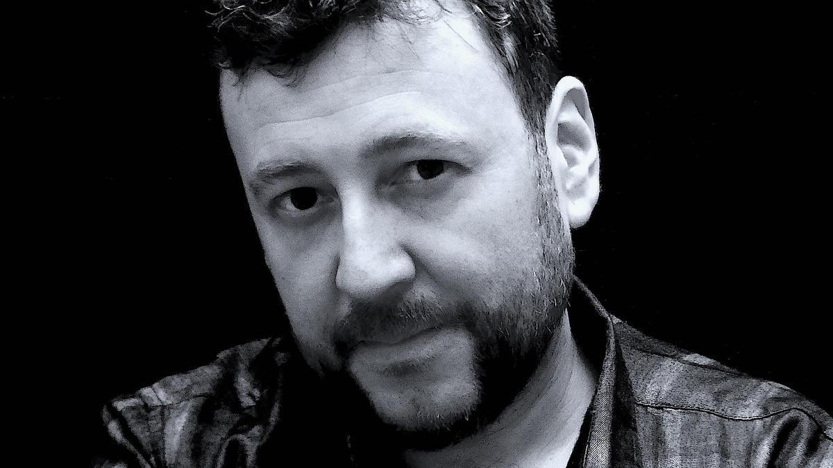 L'autor de 'LUX', Mario Cuenca Sandoval. 17 de maig del 2021 (vertical)