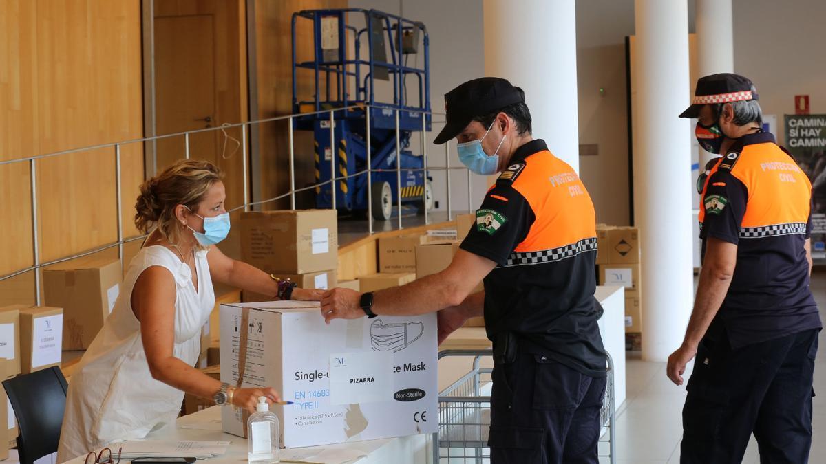 Diputación reparte un nuevo lote de 78.800 mascarillas a municipios más pequeños para el mes de agosto