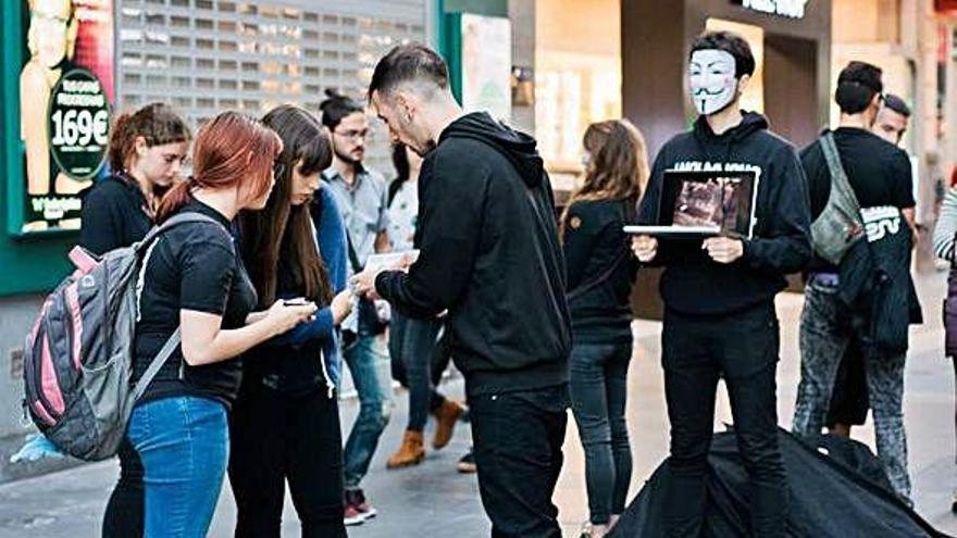 'Los anónimos por los sin voz'
