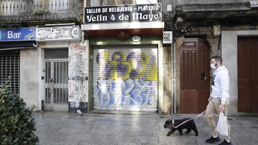 Clamor en el Calvario contra las pintadas en peatonal más transitada de Vigo