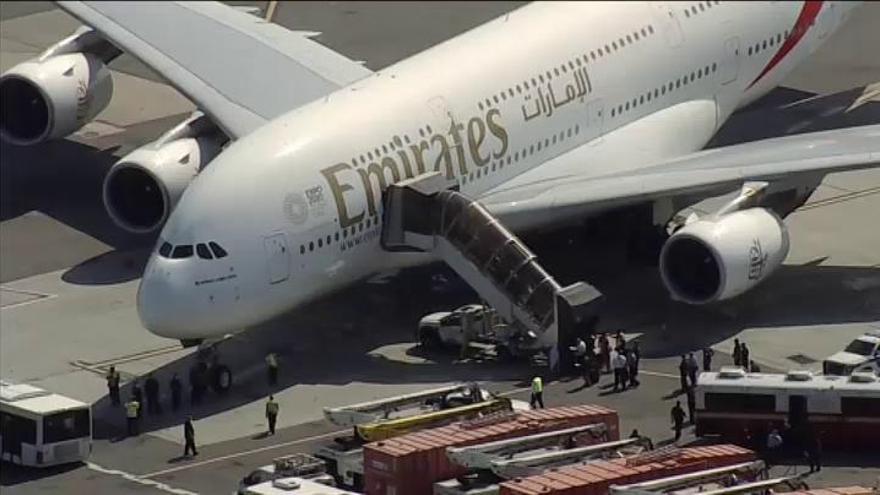 Ponen en cuarentena un avión en Nueva York con 19 pasajeros enfermos
