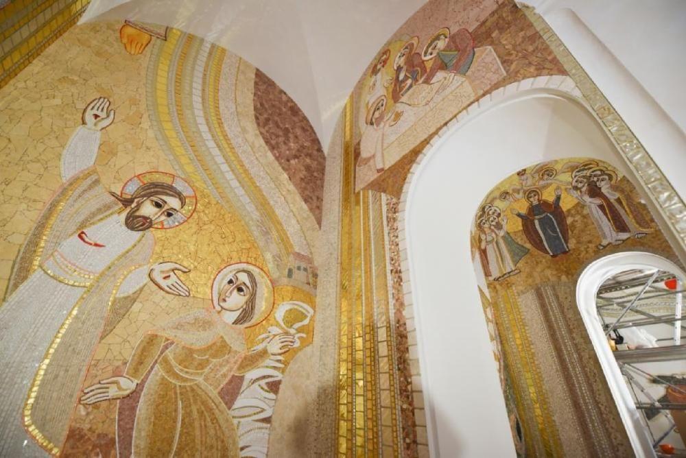 La Cova guanya valor amb mosaics d'un artista de talla internacional