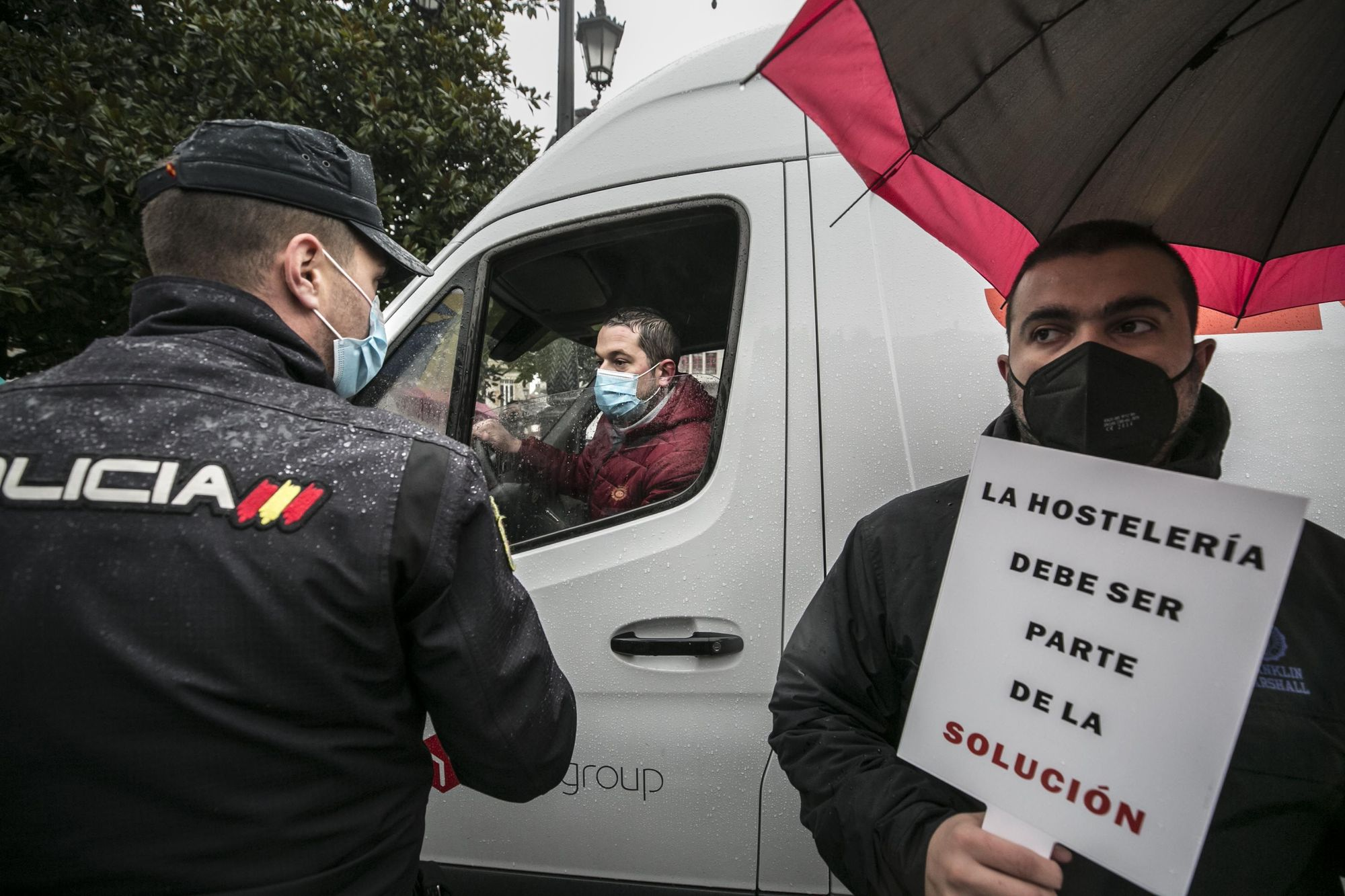 """La hostelería toma las calles y exige """"no perder las cenas de diciembre"""""""