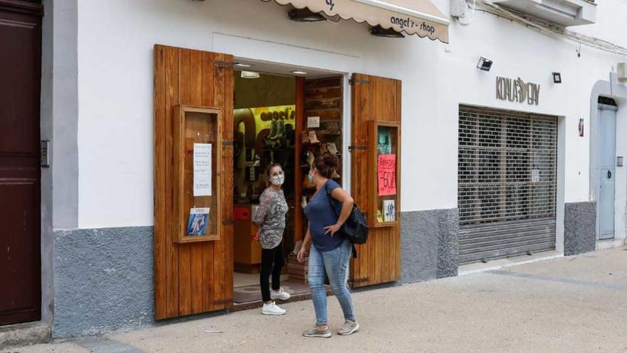 Los comercios de Ibiza y Formentera se suman a la campaña 'Bons Illes Balears'