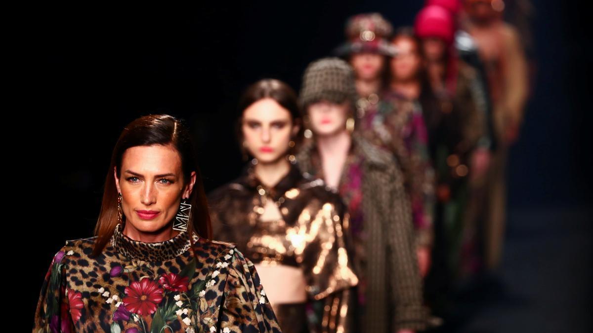 Modelos desfilan durante la Mercedes Benz Fashion Week.