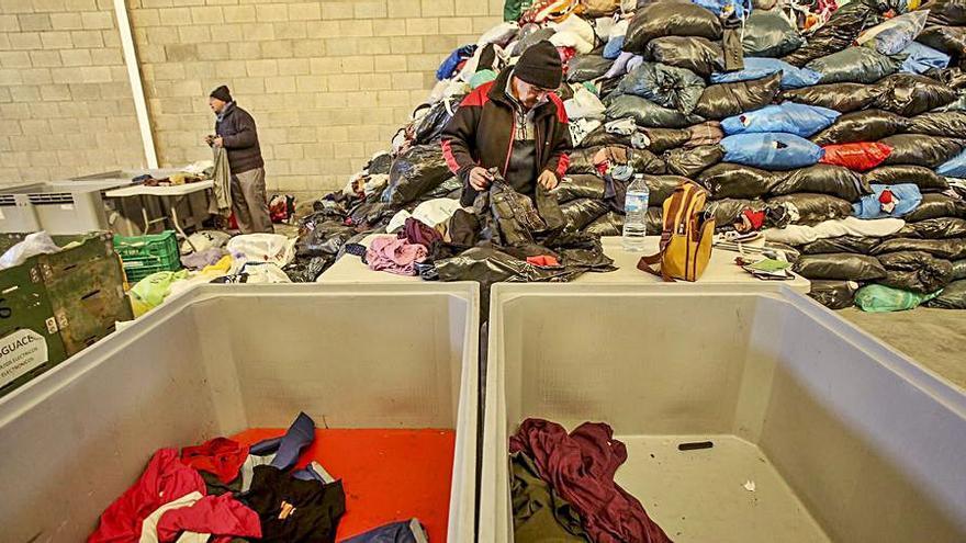 Petrer recicla en un año 93 toneladas de ropa y calzado con fines solidarios