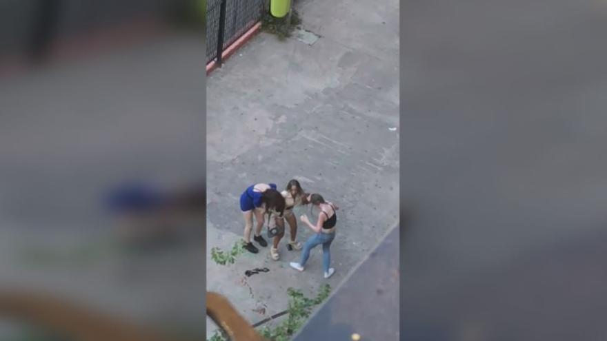 Botellón, suciedad, trapicheo de droga y peleas degradan la plaza Dr. Torrens
