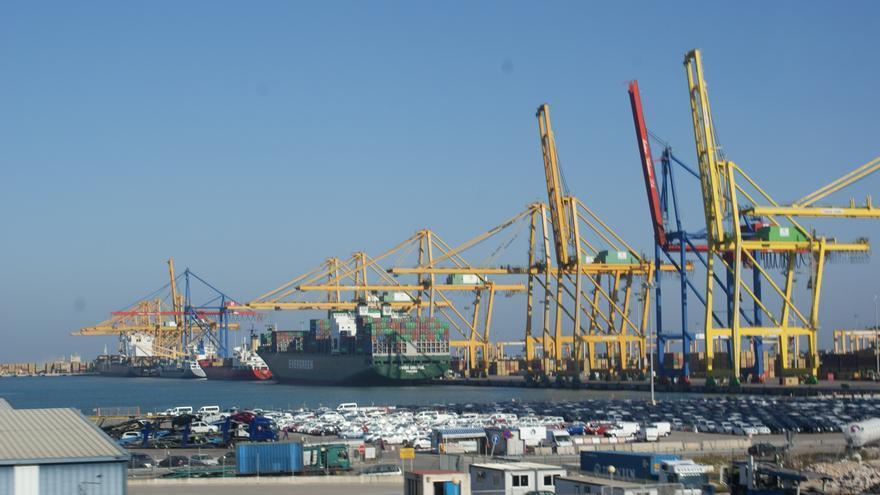 Cinco heridos en un accidente en el puerto de València