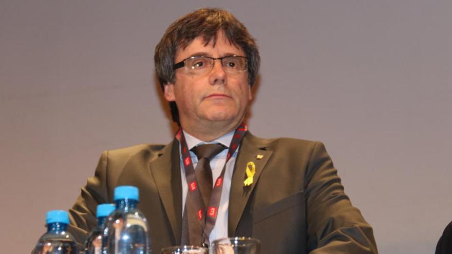 Unes 900 persones assisteixen al debat amb Puigdemont a Ginebra
