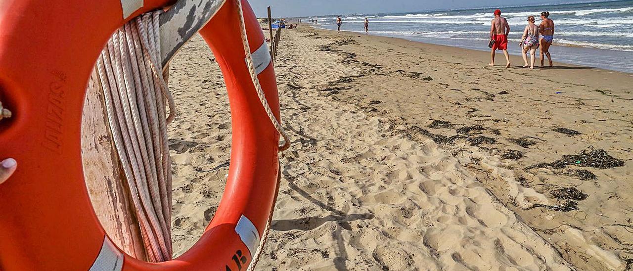 Playa Els Tossals de Guardamar, una de las que carecen de servicio de vigilancia y socorrismo.    
