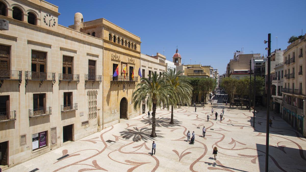 La peatonalización de la plaza de Baix ha permito recuperar para la ciudad un gran espacio de convivencia.
