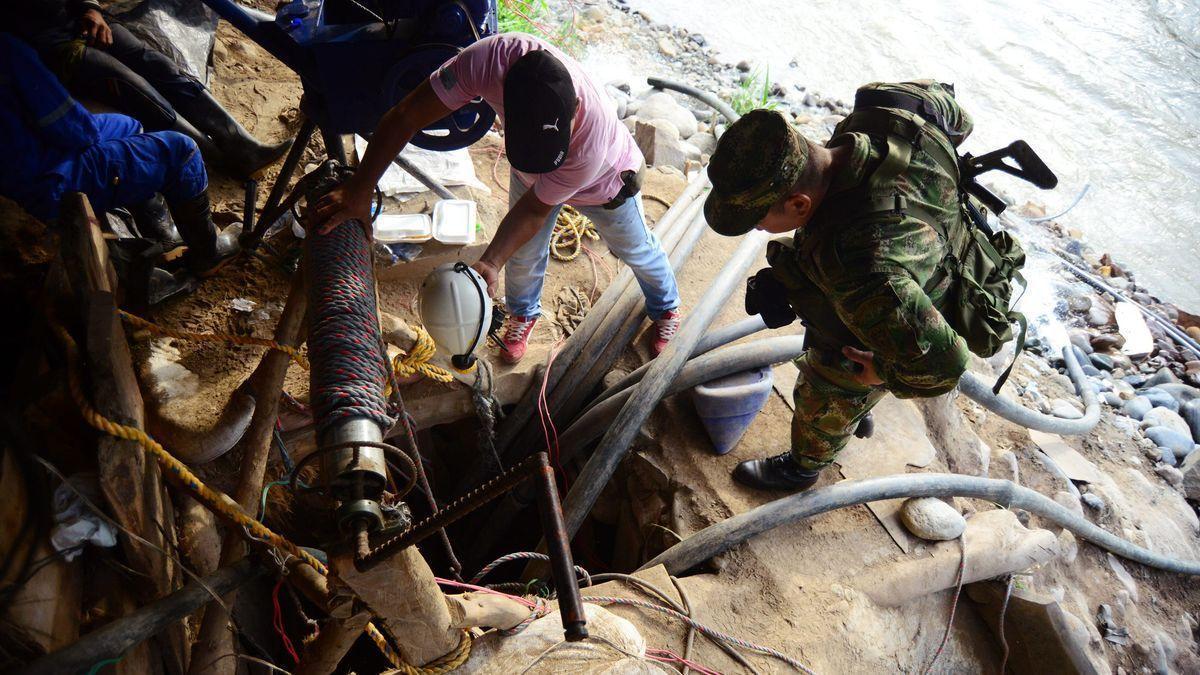 Un derrumbe en una mina de oro atrapa a por lo menos 15 mineros en Colombia