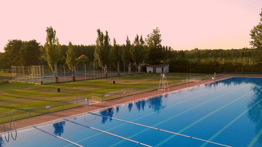 La normalidad llega a Valencia de Don Juan: piscina para todos