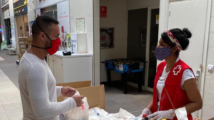 Creu Roja distribueix 2.800 quilos d'aliments a 200 famílies de Figueres i Girona