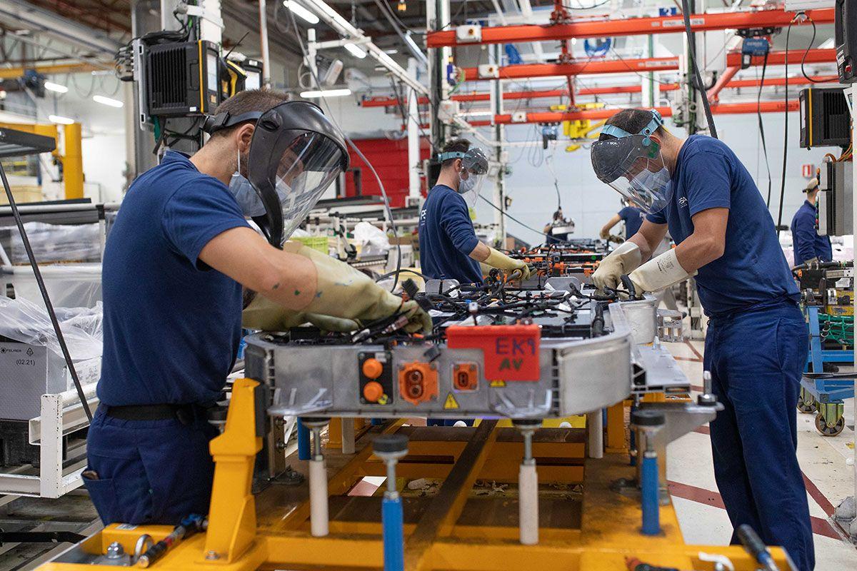 Instalación de baterías en las línea de producción de Stellantis