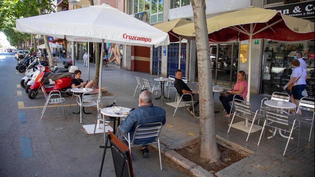 El Govern no descarta aumentar las restricciones en bares y restaurantes