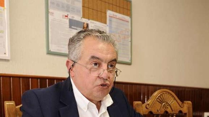 Pereira avala la continuidad del centro hasta junio y acusa a la AMPA de boicotear su venta