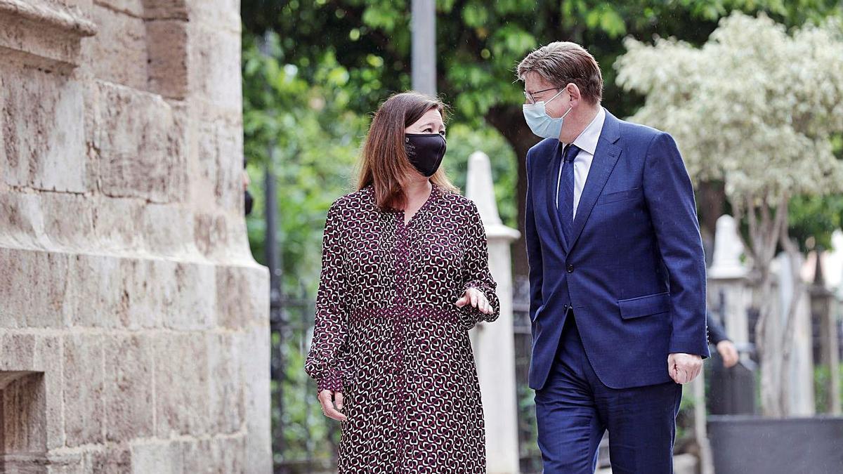 La presidenta de les Islas Baleares, Francina Armengol, junto al presidente Ximo Puig, ayer.   EFE