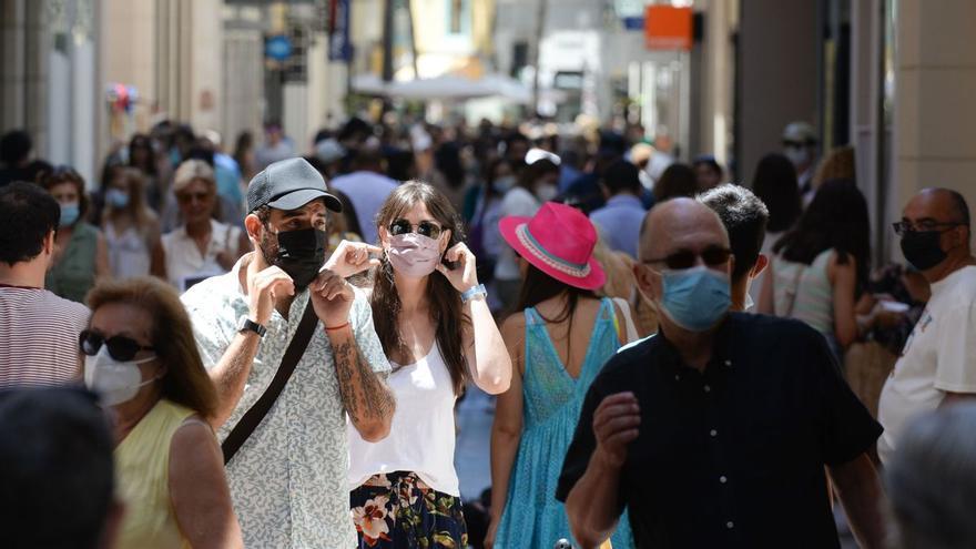 Málaga capital sale del riesgo alto de contagio, un nivel que superan solo 15 municipios