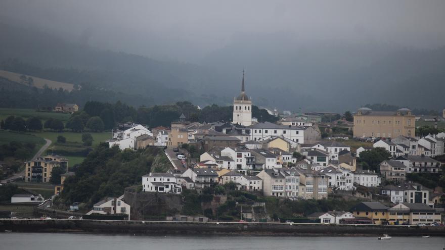 Castropol, un pueblo con el guapo subido, a la orilla del Eo