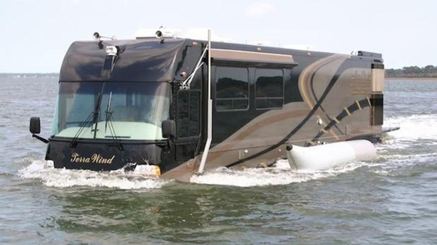 Un autobús que se convierte en barco para cruzar las rías por tierra y mar