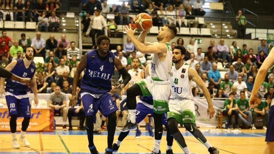 El TAU Castelló reacciona tarde ante el Melilla y es eliminado (66-73)